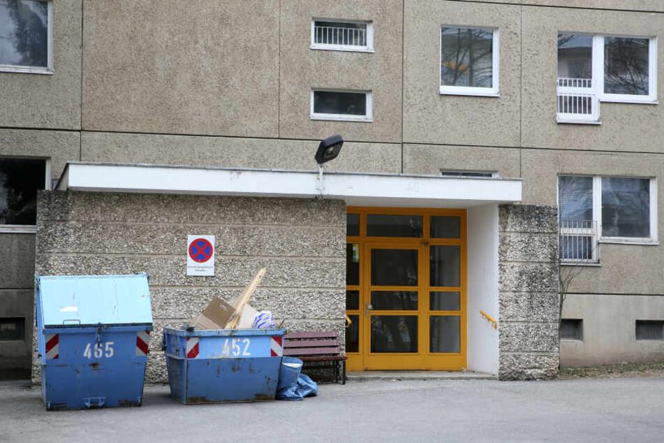 Die Bewohner des Hauses in der Albert-Köhler-Straße hatten Glück, das Feuer erlosch, bevor schlimmeres passieren konnte.
