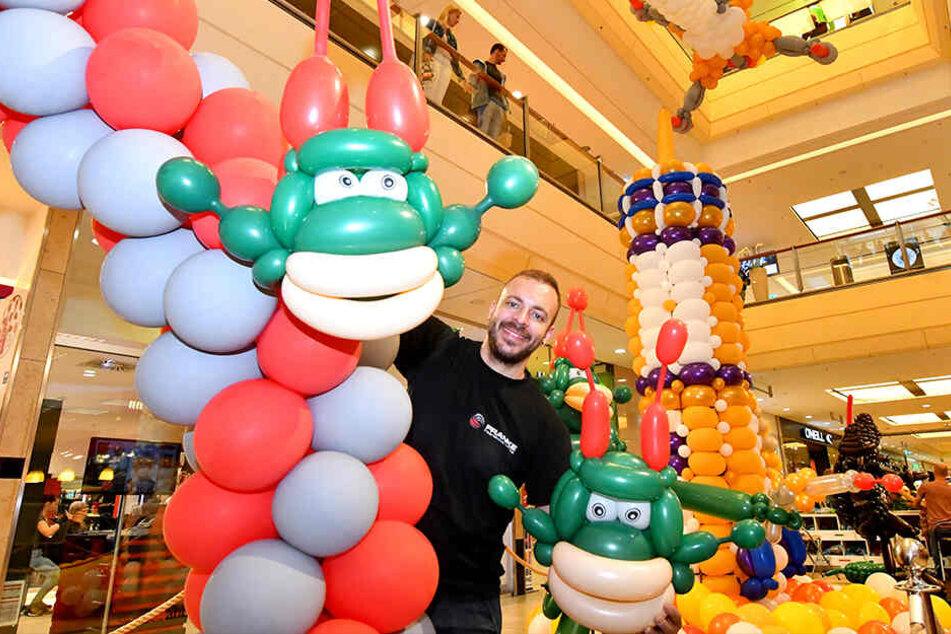 Ballonkünstler Jan Franke baut seit 15 Jahren aus verschiedenen Luftballons fantastische Skulpturen - jetzt auch in der Altmarkt-Galerie.