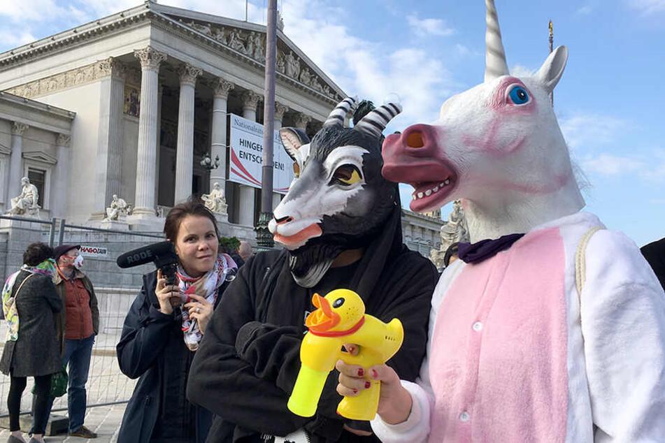 Ermahnungen für Clowns und Co. am ersten Tag des Burkaverbots in Österreich.