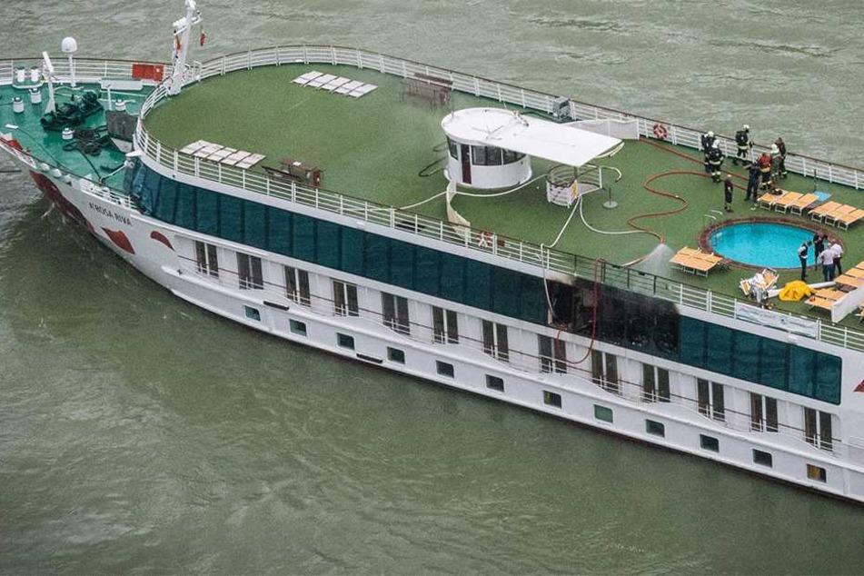 Feuer bricht auf Donau-Schiff aus! Zimmer komplett ausgebrannt, Menschen verletzt