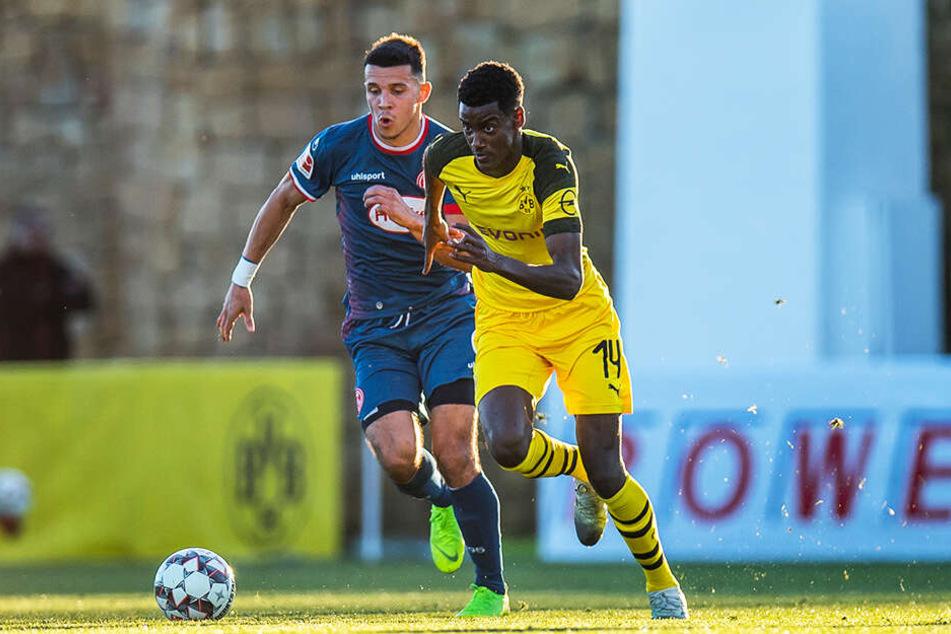 Alexander Isak traf im Wintertrainingslager im Testspiel gegen Willem II Tilburg doppelt für den BVB und brachte seine Leihe in die Niederlande damit ins Rollen.