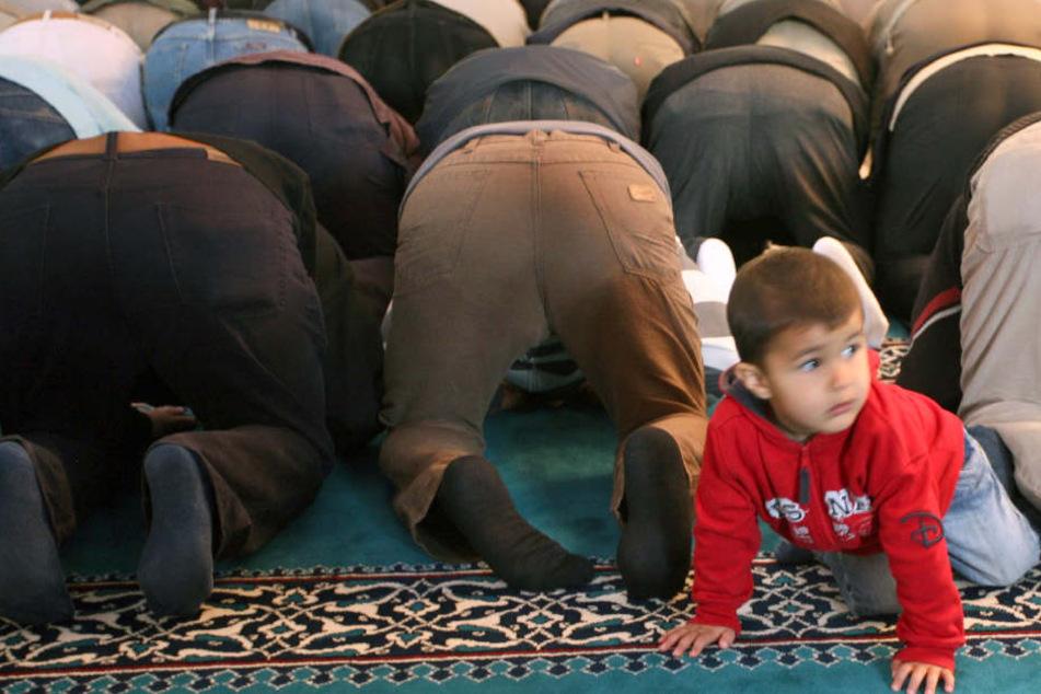 """In einem Schreiben forderte die Schulleitung die Lehrer dazu auf, Schüler zu melden, die """"für andere sichtbar beten""""."""