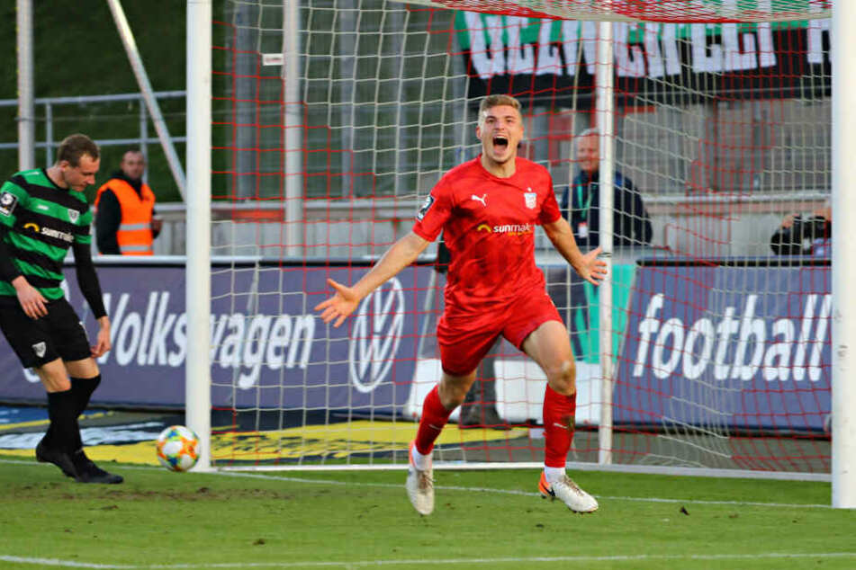 FSV-Kicker Elias Huth bei Trorjubel zum 4:1.