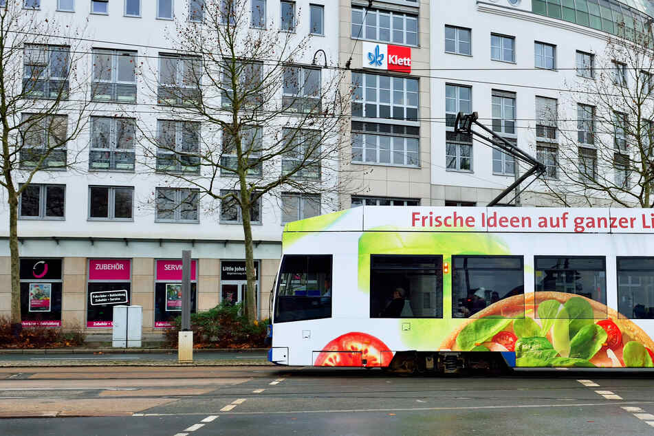 Leipzig: Teenager wird in Straßenbahn verfolgt und verprügelt