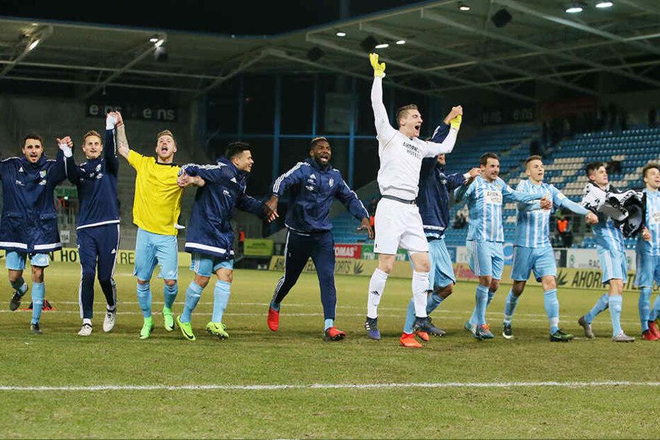Der ausgelassene Jubel bei den Himmelblauen nach dem Sieg gegen Köln zeigte, welche Last den Spielern von den Schultern fiel.