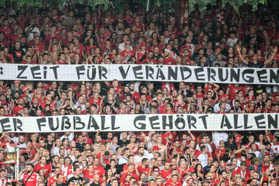 Bereits im Hinspiel gab es im Stadion An der Alten Försterei Fanproteste.