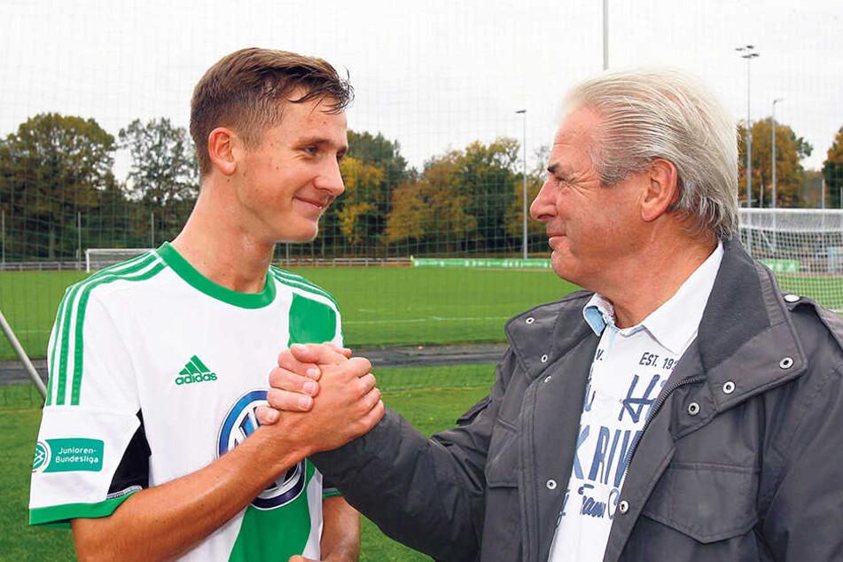 Paul (l.) mit seinem Vater Wolfgang Seguin. Der ehemalige DDR-Nationalspieler gilt als sein größter Kritiker.