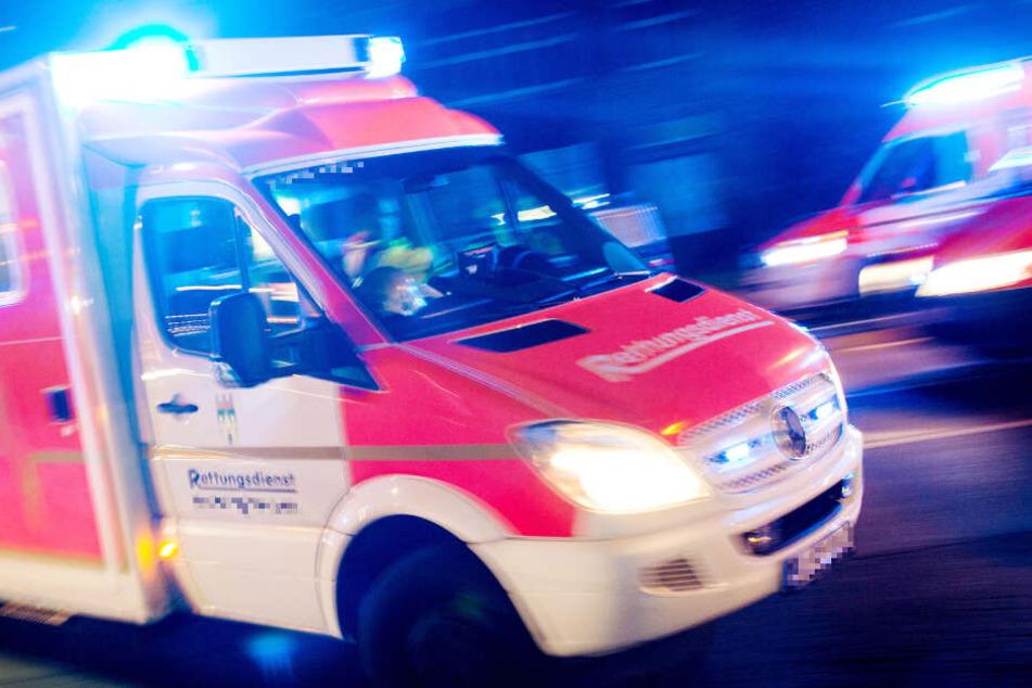Der Rettungsdienst brachte die Verletzten in Krankenhäuser. (Symbolbild)