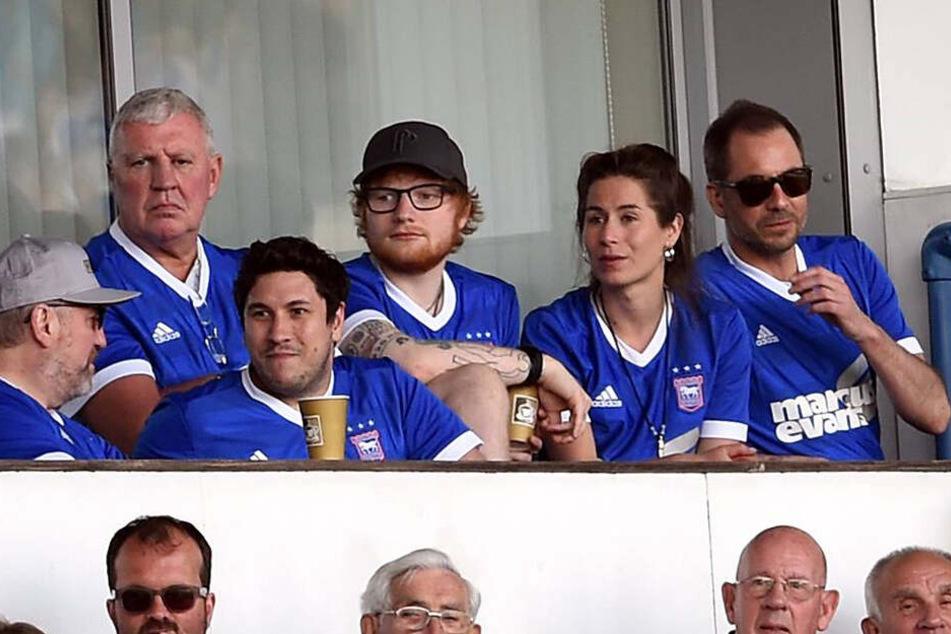 Ed Sheeran und seine Frau Cherry Seaborn. Eines der wenigen öffentlichen Aufnahmen der beiden. Hier beim gemeinsamen Besuch eines Sport-Events.