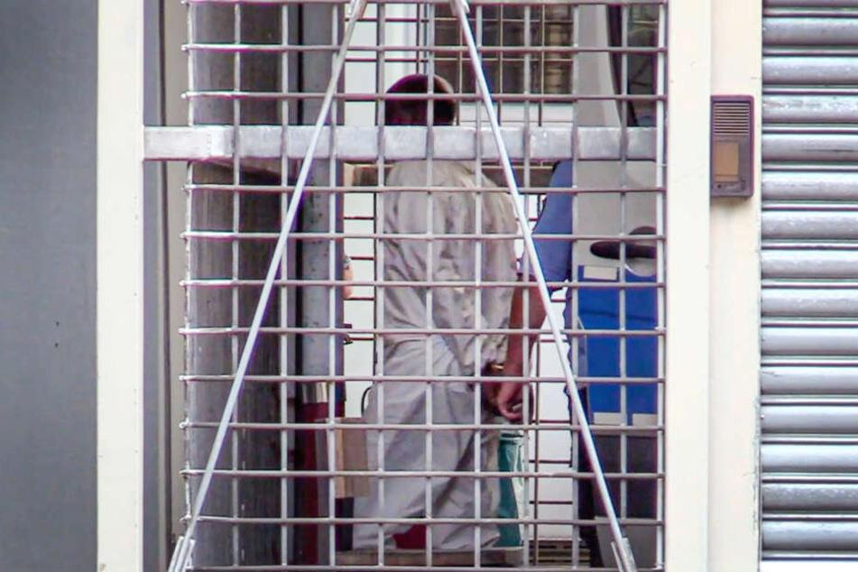 Der Tatverdächtige im Falle der tödlichen Attacke auf ein Kind im Frankfurter Hauptbahnhof wird dem Haftrichter beim Amtsgericht vorgeführt.