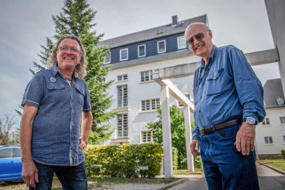 In diesem Wohnhaus im Heimgarten 57 sind Gerald Lompa (74, r.) und Frank Bartzsch (64) gemeinsam aufgewachsen.