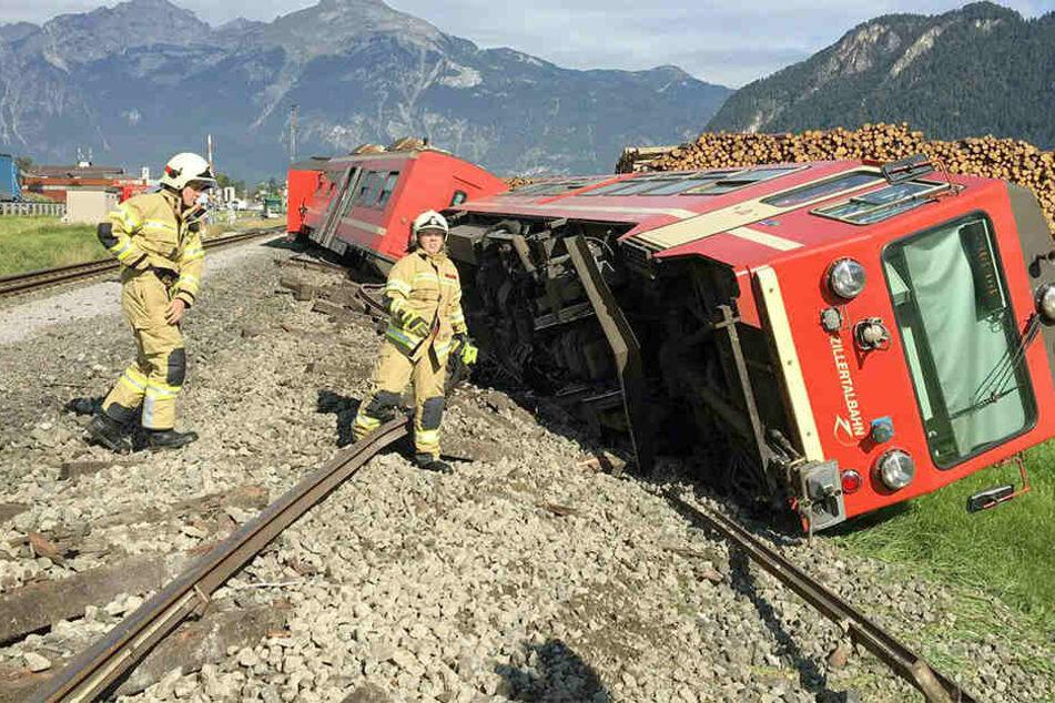 Ein Triebwagen der Zillertalbergbahn kippte um.