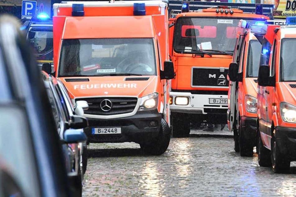 Die Feuerwehr war mit mehreren Einsatzfahrzeugen vor Ort (Symbolfoto).
