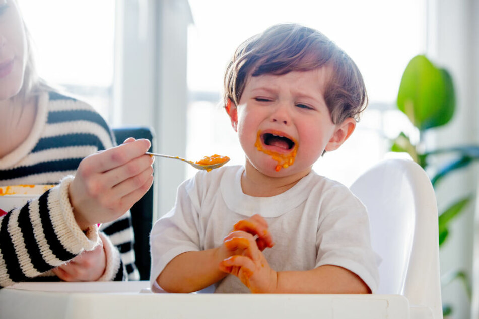 Als das Kind das Essen ausspuckte, schlug die Erzieherin zu. (Symbolbild)