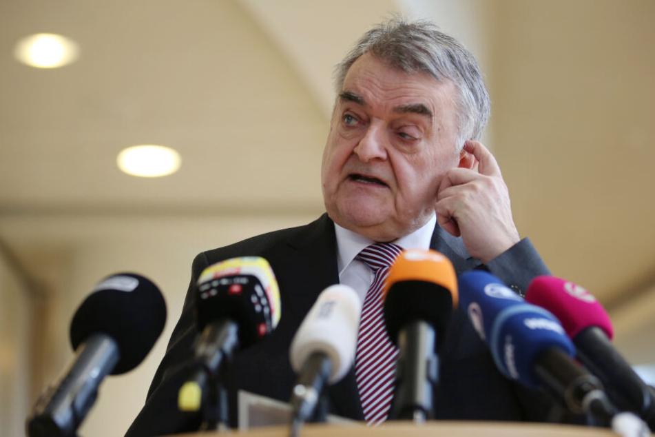 Herbert Reul (CDU), Innenminister in Nordrhein-Westfalen, zu den Maßnahmen der Bundesanwaltschaft gegen Mitglieder einer möglichen rechtsterroristischen Vereinigung.
