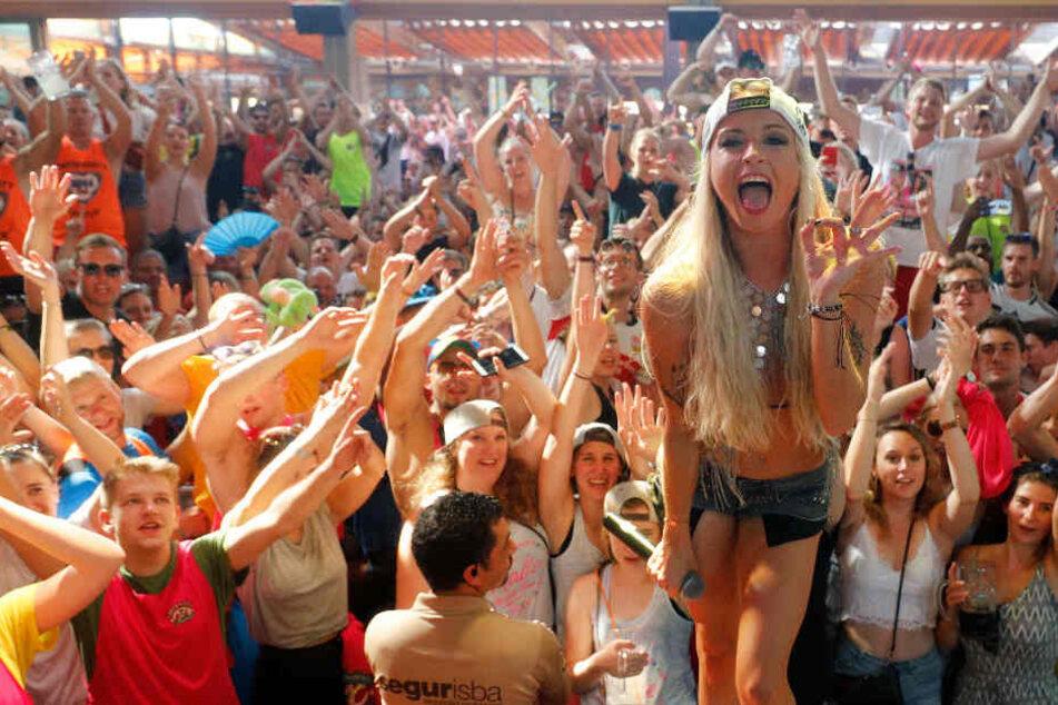 Mia Julia sagt überraschend 15 Konzerte ab!