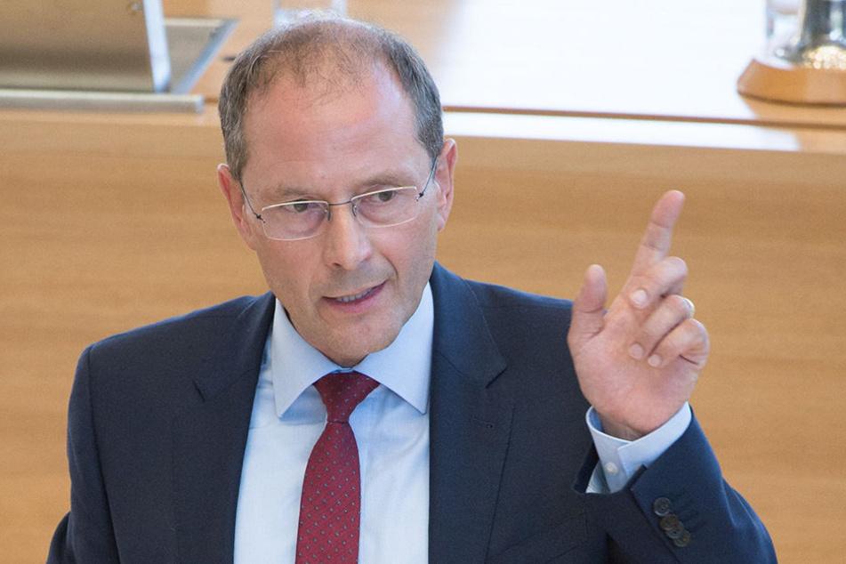 Sachsens Innenminister Markus Ulbig hat bestätigt, dass es für PEGIDA kein Geld vom Freistaat Sachsen gab.