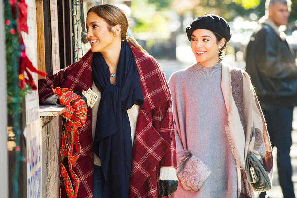 Maya (Jennifer Lopez) mit ihrer Arbeitsrivalin Zoe (Vanessa Hudgens).