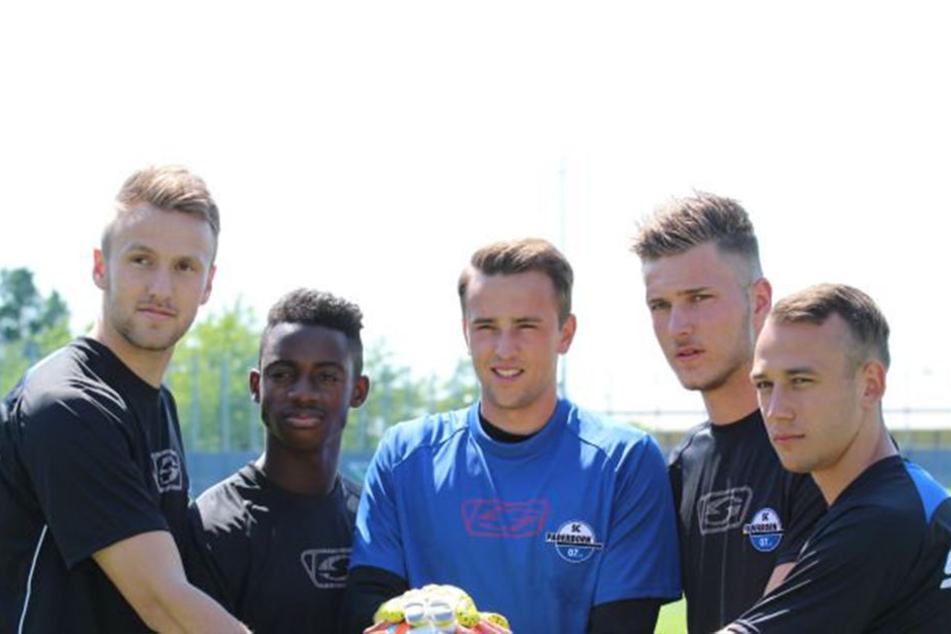 Zum Trainingsauftakt waren fünf Neuzugänge beim SC Paderborn 07 dabei. Von links: Leon Fesser, Christopher Antwi-Adjei, Leopold Zingerle, Dennis Srbeny und Timo Mauer.