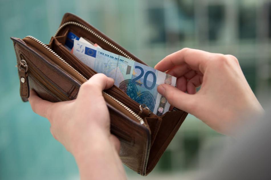 Weil kein Klopapier da war, benutzte ein Wiesn-Besucher kurzerhand Geld. (Symbolbild)