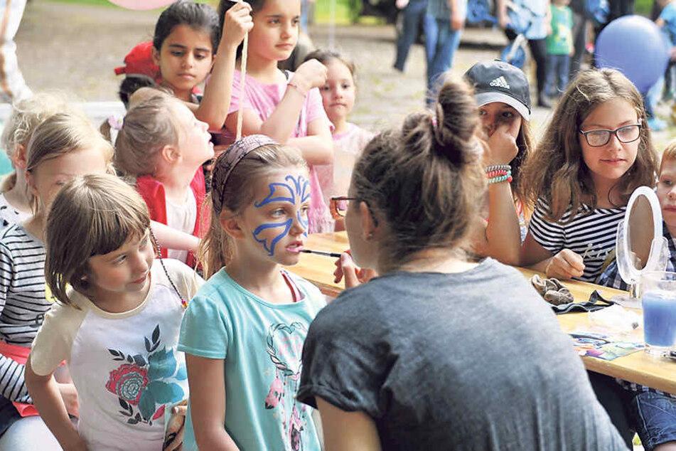 Beim Kinderschminken hatten die Knirpse riesigen Spaß.