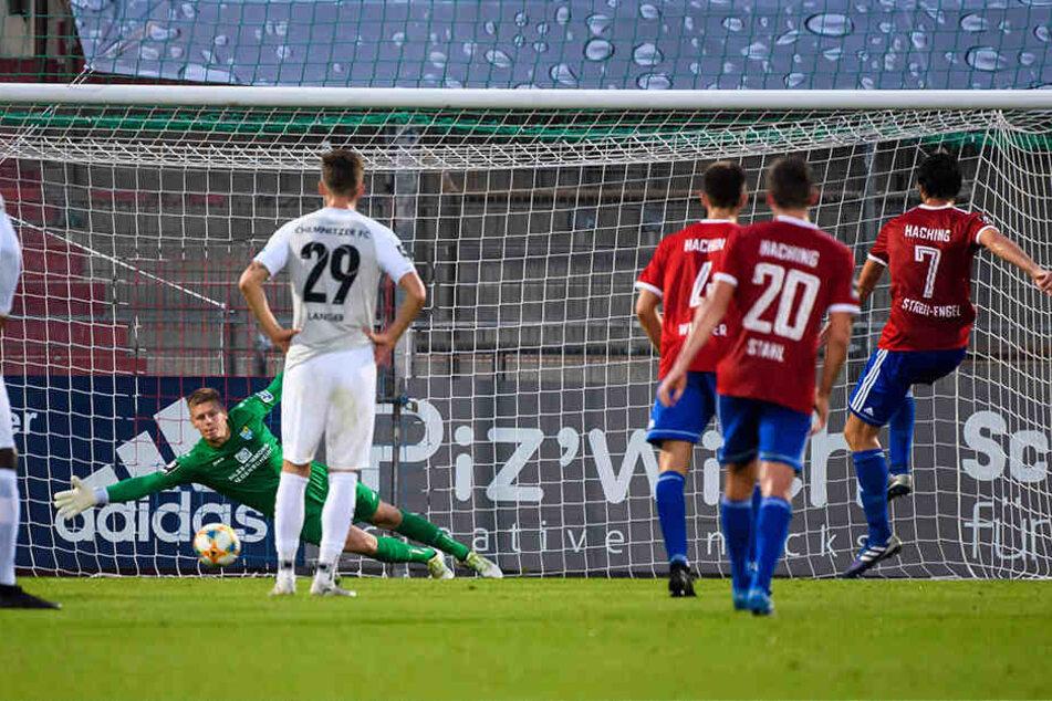 Dominik Stroh-Engel verwandelte vom Elfmeterpunkt, CFC-Keeper Jakub Jakubov war geschlagen.