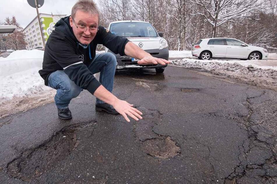 Pizza-Fahrer Wolfgang Mai (52) ist sauer - die Schlaglöcher erhöhen die Unfallgefahr.