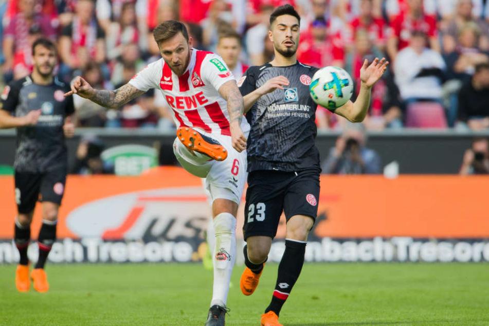 Marco Höger (Mitte) wird auch in der kommenden Saison für den 1. FC Köln auflaufen.