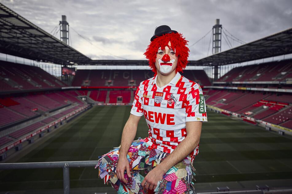 Der 1. FC Köln hat sein traditionelles Karnevalstrikot präsentiert.