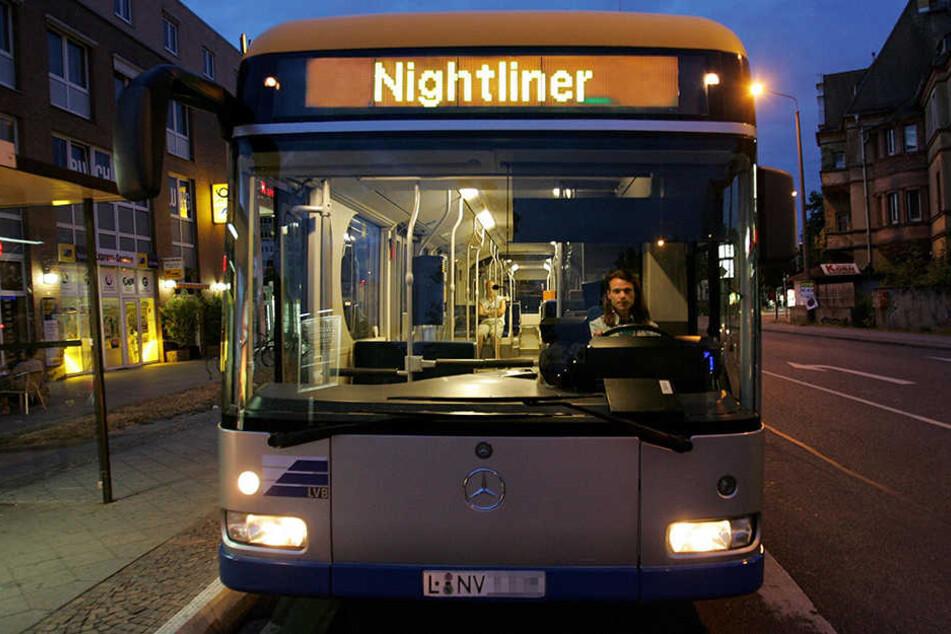 Fahrgast brutal in Nachtbus zusammengeschlagen