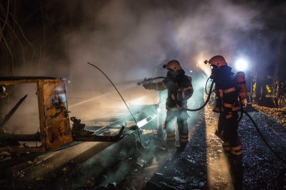 Von dem Bauwagen blieb nach dem Brand nicht viel übrig.