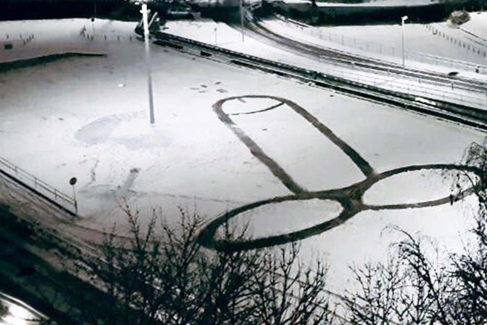 Wer hat hier einen Riesenpenis in den Schnee gemalt?