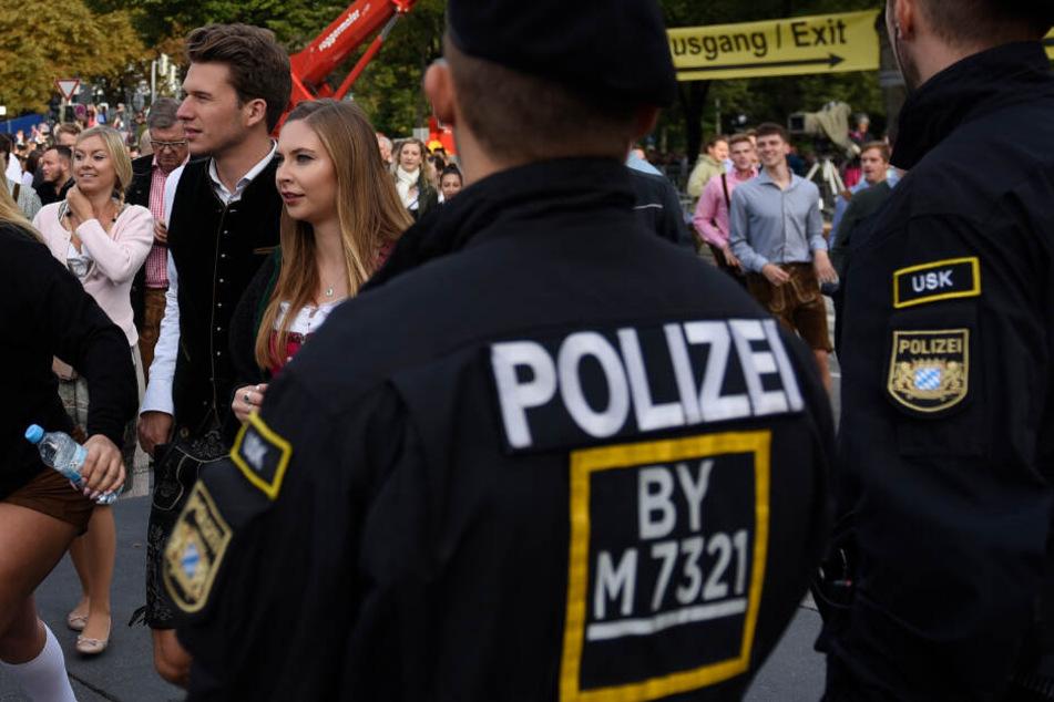 München: Wiesn-Horror: Frau wird vor Festzelt Opfer eines sexuellen Übergriffs