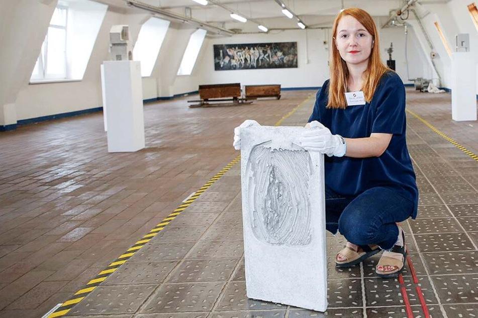 Der irre Kunst-Coup: Wie die Beton-Vagina in die Ausstellung gelangte