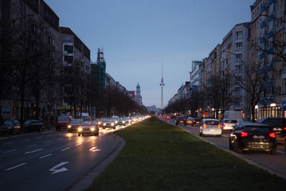 Am Sonntagfrüh lagen weite Teile Berlins aufgrund eines Stromausfalls im Dunkeln. (Symbolbild)