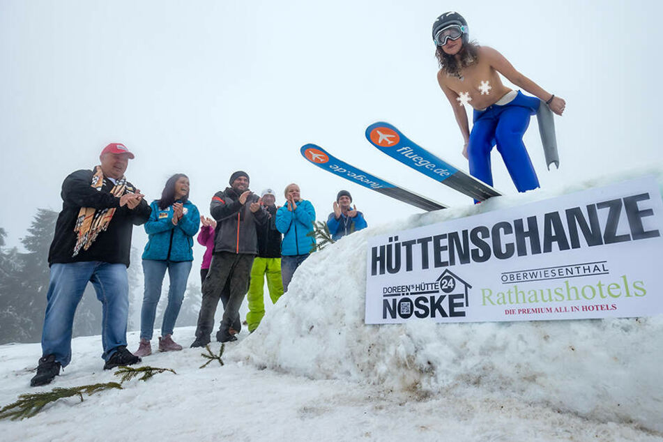 Nach Nackt-Rodeln am Fichtelberg: Im Erzgebirge steigt die Nackt-Skispring-WM