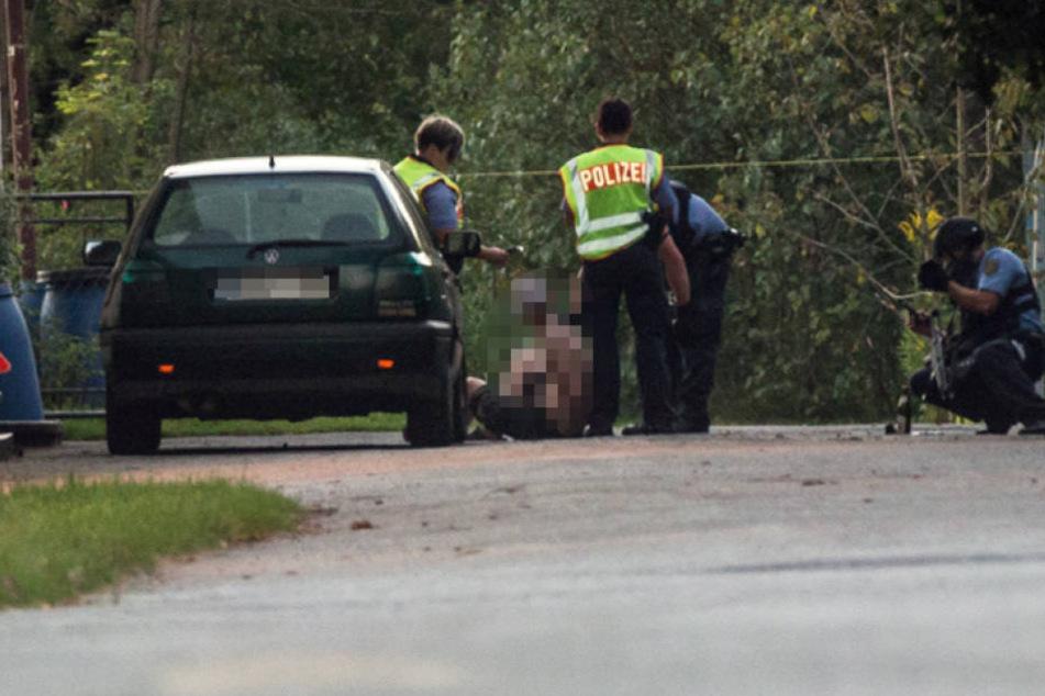 Der Mann wurde von den Beamten überwältigt und festgenomen.