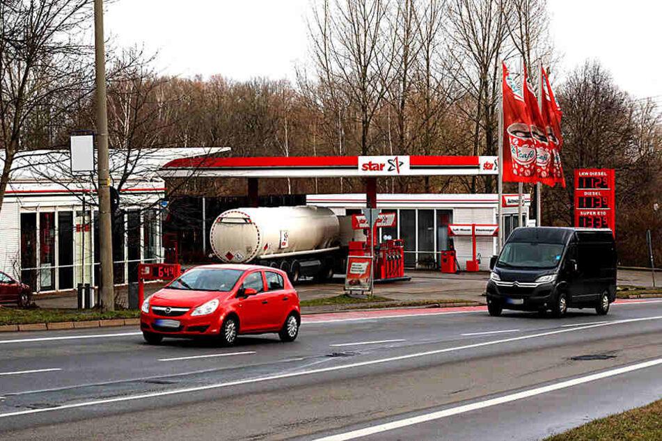 Einbruch in die Tankstelle Wolgograder Allee: Pächter zittern vor einer  Zigaretten-Diebesbande.