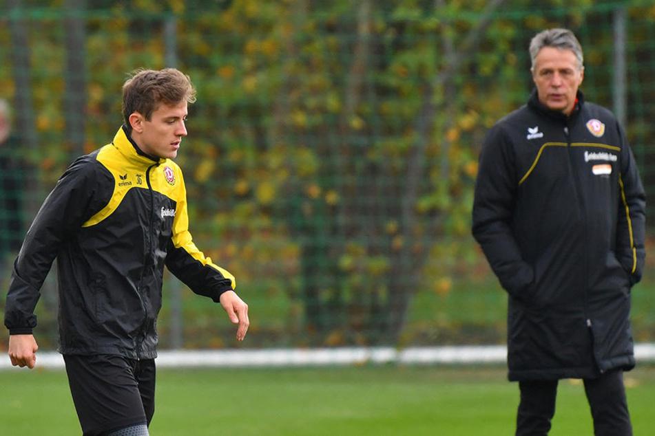 Trainer Uwe Neuhaus (r.) hat mit seinen Schützlingen im Verlaufe der Woche an der Verbesserung der Abschlüsse gearbeitet. Dazu gehört auch, dass die Mittelfeldspieler um Niklas Hauptmann (l.) die Qualität der Vorlagen erhöhen.