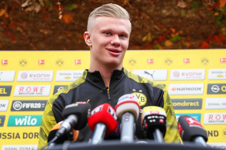 Erling Haaland war bei seiner ersten BVB-Presserunde zu Scherzen aufgelegt.