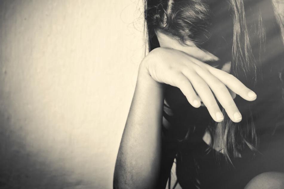 Es geht um die Darstellung teils schwerer sexueller Gewalt gegen Kinder (Symbolbild).