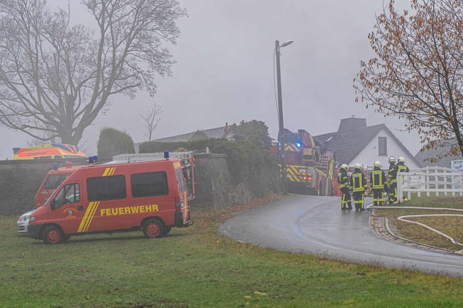 Bei dem Brand waren insgesamt 75 Feuerwehrleute von neun Feuerwehren vor Ort.