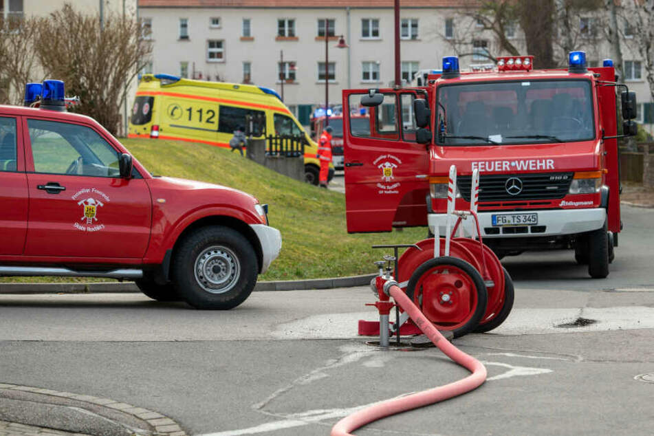 Mehrere Einsatzfahrzeuge der Feuerwehr und ein Krankenwagen waren vor Ort.