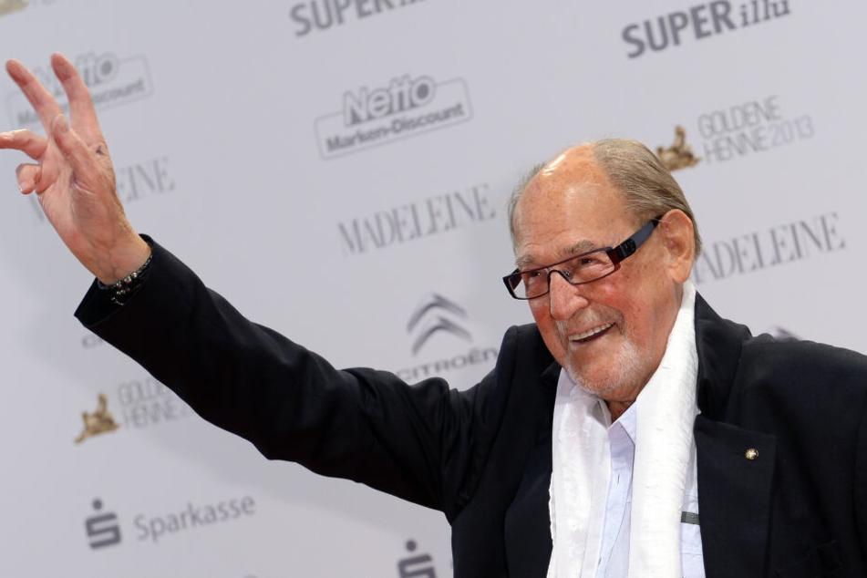 Der Schauspieler hat ein festes Ziel vor Augen: Er will seinen 105. Geburtstag erleben, um mit seiner Frau Silberhochzeit feiern zu können.