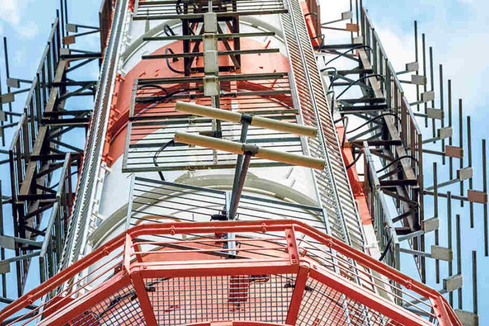 Und hoch oben am Sendemasten befindet sich die UKW-Antenne.