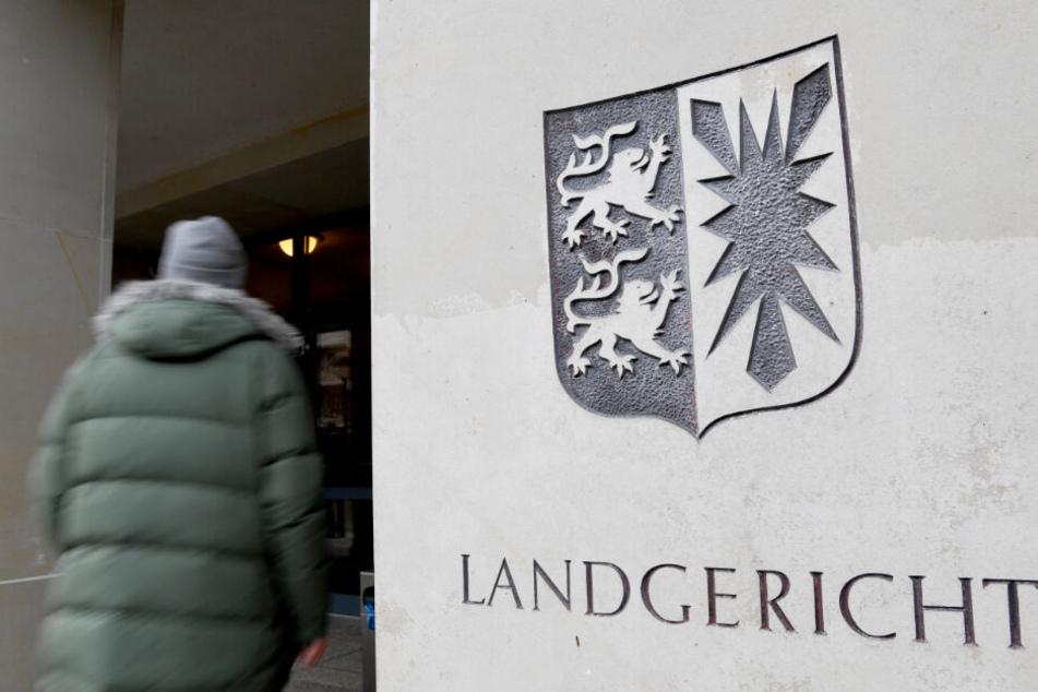 Vor dem Landgericht Kiel wird gegen einen 40-Jährigen wegen des Mordvorwurfs verhandelt. (Archivbild)