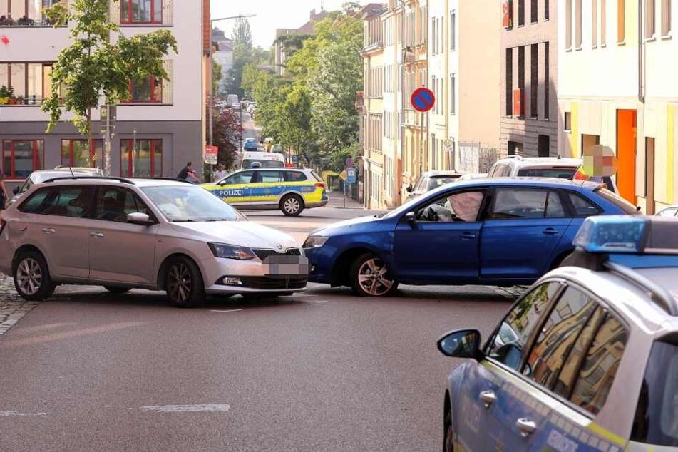 Die zwei Skoda stießen auf der Kamenzer Straße frontal ineinander.