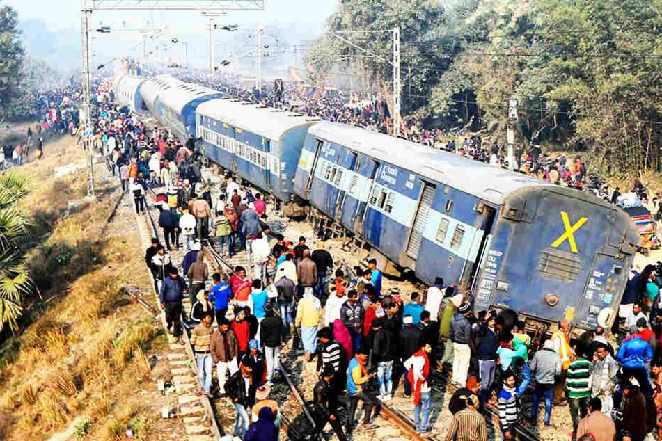 Unfall-Drama: Zug springt aus Gleisen, mehrere Menschen sterben