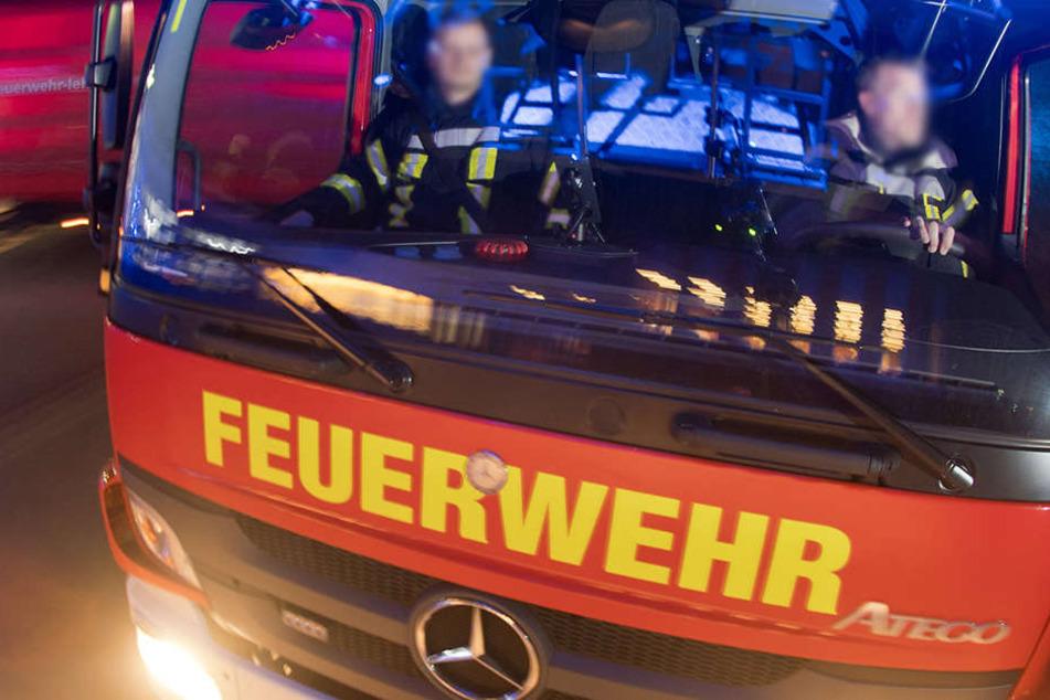 Der Feuerwehr-Lkw brauste über die rote Ampel, erwischte einen Mann auf dem Fahrrad. (Symbolbild)