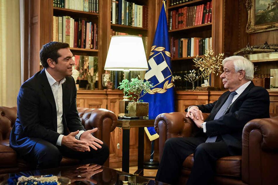 Nach jahrelangem Streit haben sich Tsipras (l.) und der Regierungschef Mazedoniens, Zaev, auf einen Kompromiss für den Namen der früheren jugoslawischen Teilrepublik verständigt.